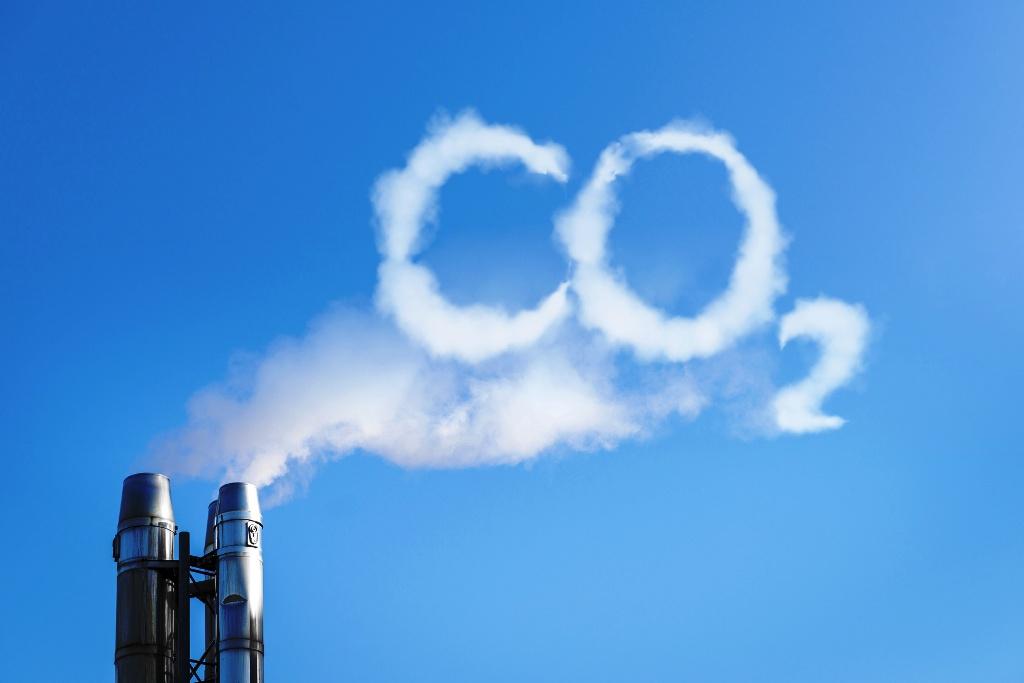 Emisie CO2 klesli v roku 2020 naprieč všetkými sektormi. S jednou výnimkou