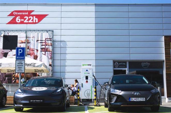 GreenWay spustí na Slovensku prvé ultrarýchle nabíjačky pre elektromobily