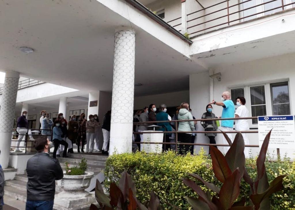 Zamestnancov štátnych teplární otestujú na COVID-19 zdravotníci Kúpeľov Sliač