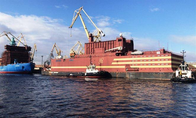 """Rusi spustili na more jadrovú elektráreň. Podľa kritikov je to """"plávajúci Černobyľ"""""""