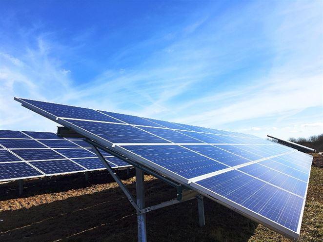 Prevádzkovatelia solárnych elektrární nehádžu flintu do žita ani po okresaní dotácií