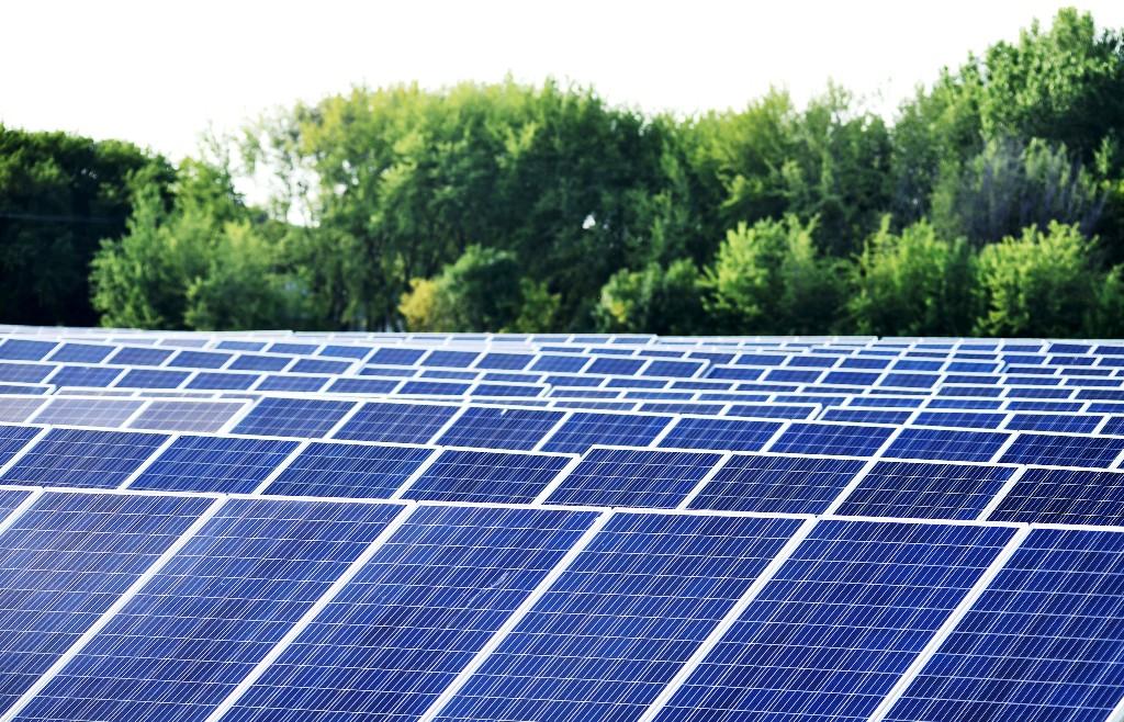 Koľko stojí podpora zelenej energie? Spočítali sme doplatky na OZE a VÚ KVET od roku 2012