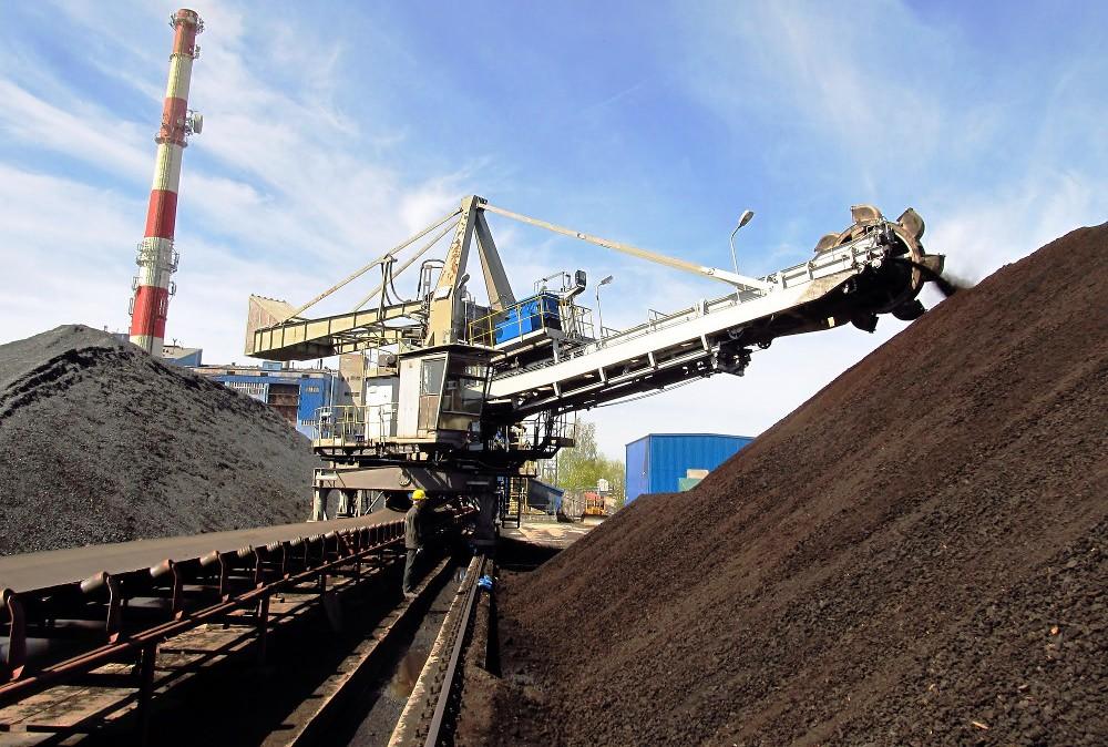 V kombinovanej výrobe elektriny a tepla dominuje zemný plyn, silné postavenie má aj uhlie