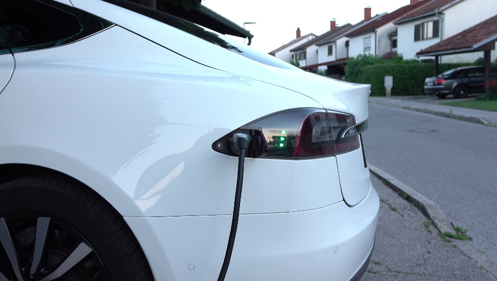Elektromobily nabíjané doma spotrebujú menej elektriny, ako sa predpokladalo