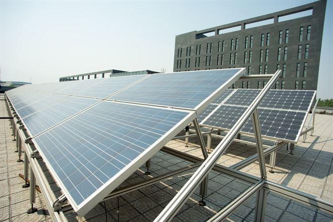 Fotovoltika na strechách budov má pokrývať 25 % potreby elektriny v Berlíne