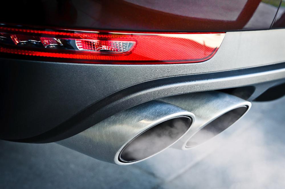 Hrozí zákaz predaja benzínových a naftových áut v EÚ od roku 2035