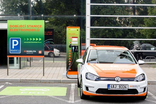 ČEZ ponúka elektromobily v jednom balíku s nabíjačkou a zelenou elektrinou