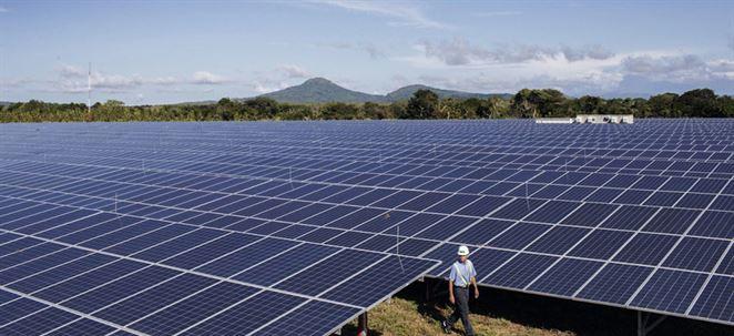 Postaviť OZE zdroj je často lacnejšie ako prevádzkovať existujúce fosílne zariadenie, tvrdí manažér Enelu