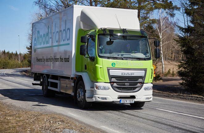 Prvá elektrifikovaná cesta na svete nabíja elektromobily počas jazdy