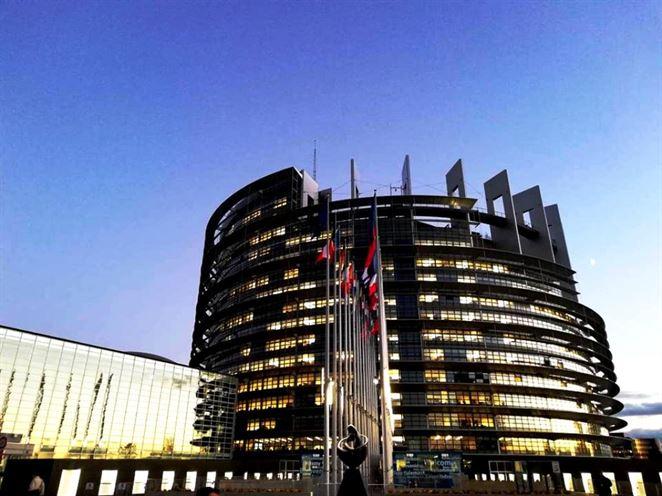 Znižovať emisie rýchlejšie? Slovenskí europoslanci komentujú klimatický zákon EÚ