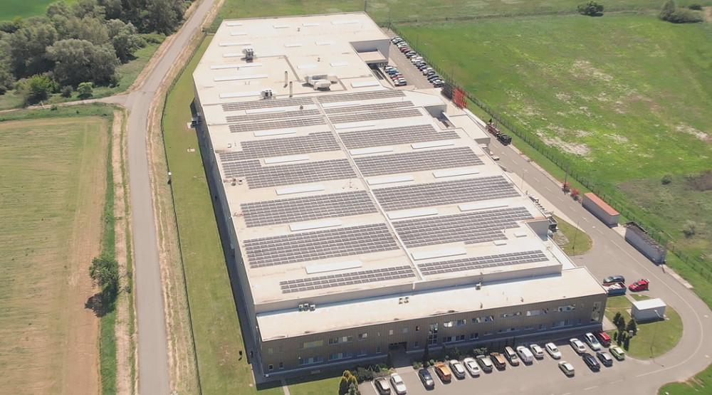 Fotovoltické systémy na strechách priemyselných budov prinášajú zaujímavé úspory nákladov