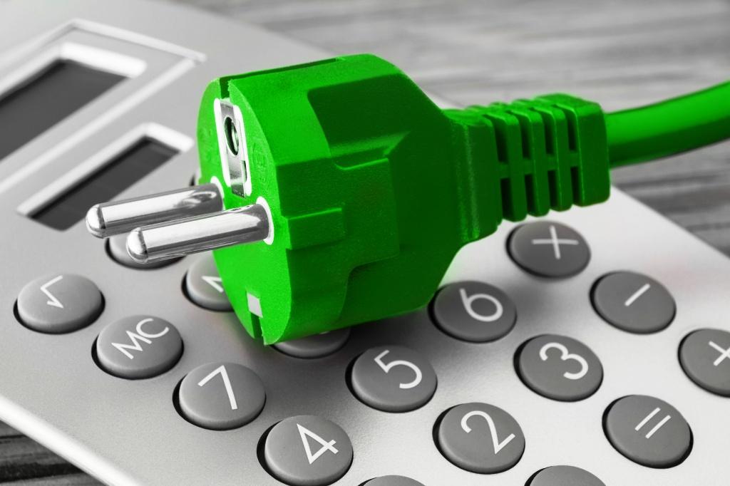 Cena elektriny niektorým domácnostiam vzrastie, pomôcť môže výmena ističa alebo tarify