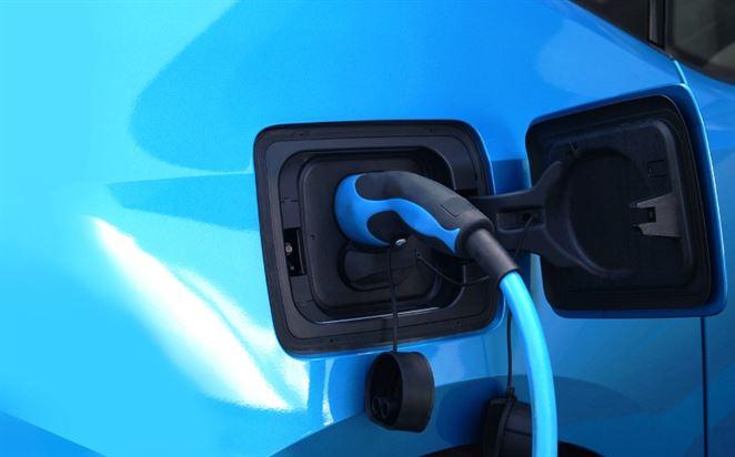 Príspevky na elektromobily a hybridy si zatiaľ rezervovalo 32 záujemcov