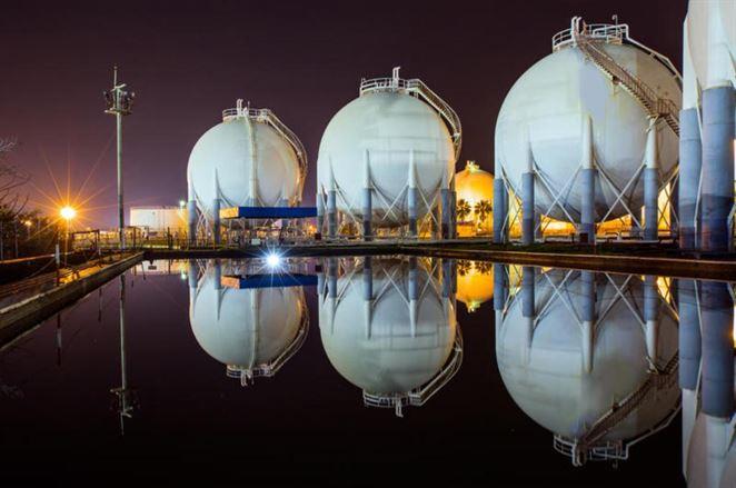 EÚ chce zdvojnásobiť dovoz LNG plynu z USA