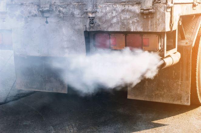 EÚ má po prvýkrát regulovať emisie z nákladiakov a autobusov