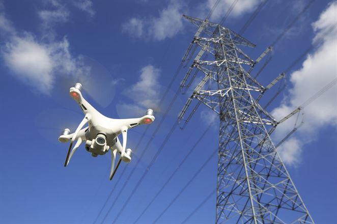 Prevádzkovateľ elektrického vedenia kontroloval stav siete dronom