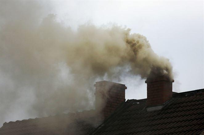 SHMÚ varuje pred smogom. Dôvodom je vykurovanie pevnými palivami