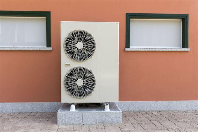 Tepelné čerpadlá namiesto centrálneho vykurovania v bytovke priniesli nižšie účty za teplo