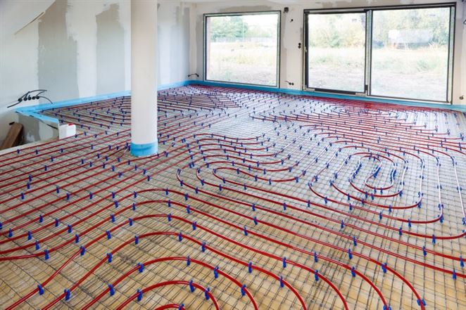 Podlahové kúrenie zvyšuje náklady na teplo pri častých zmenách výkonu