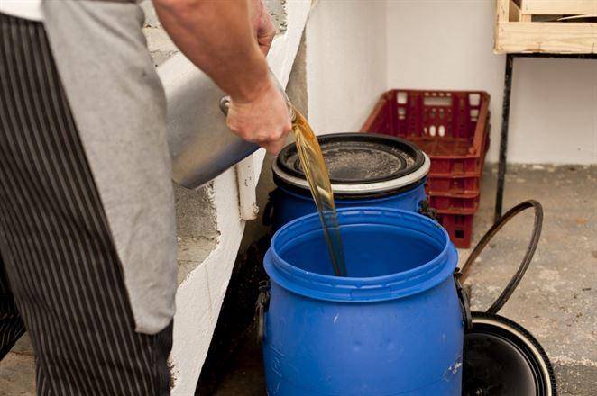 Európski biopalivári sa bijú o použitý kuchynský olej z Ázie