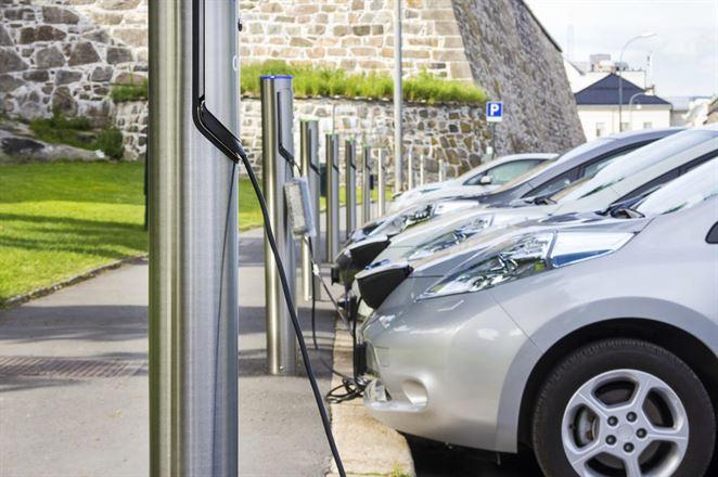 Štát začína dotovať nabíjačky pre elektromobily, k dispozícii je milión eur
