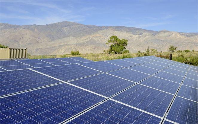 Solárna energia znižuje náklady. Aj pri ťažbe ropy