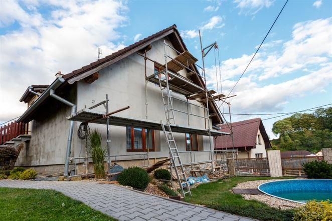 Štát zvyšuje príspevky na zateplenie rodinného domu na 8000 eur