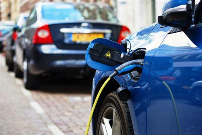 Štáty EÚ vlani viac elektromobilov vyviezli, ako doviezli. V tomto roku sa to otáča