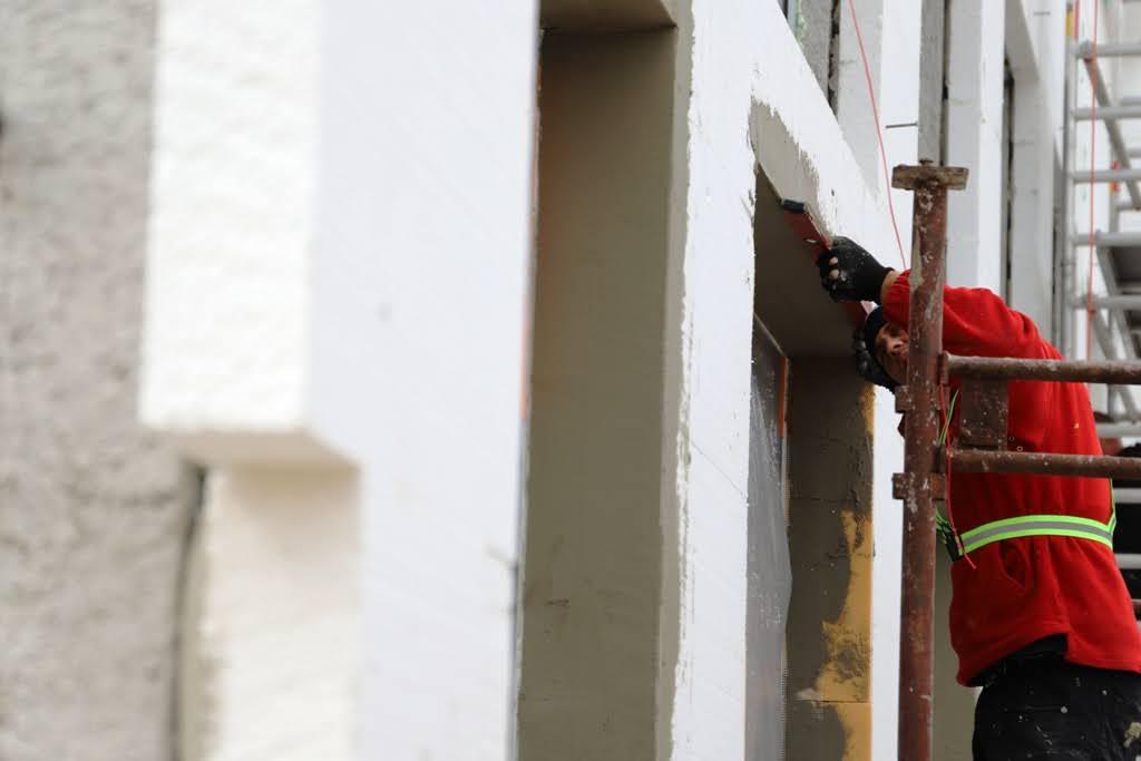 """Európska komisia chce zrýchliť renovácie budov, sľubuje prísnejšie normy a """"zelené hypotéky"""""""