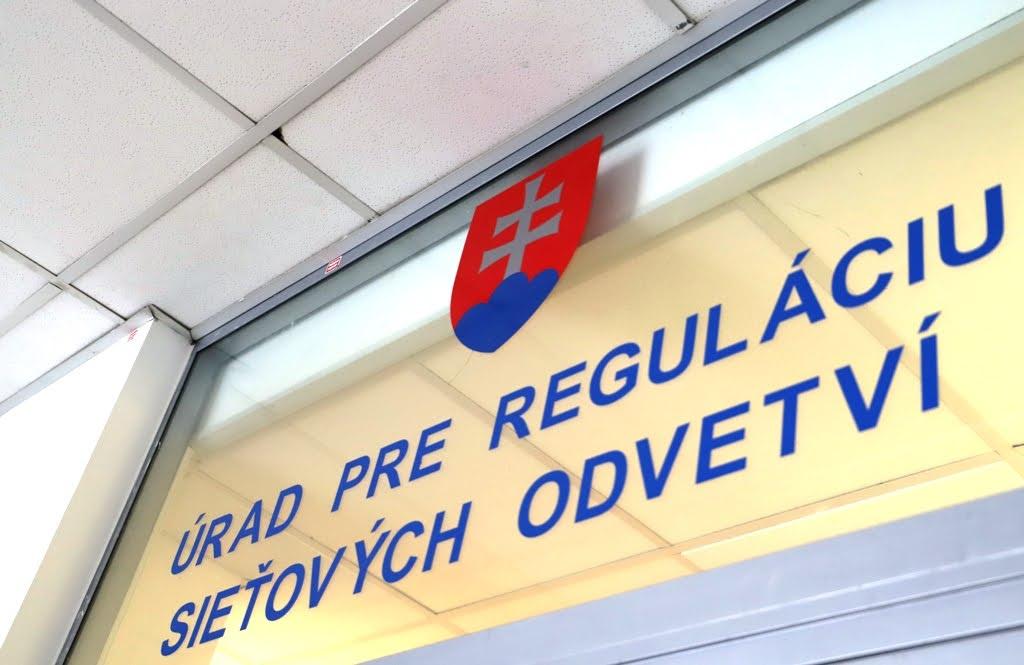 Dodávky elektriny pre domácností zlacnejú, ÚRSO ukázal ceny na rok 2021