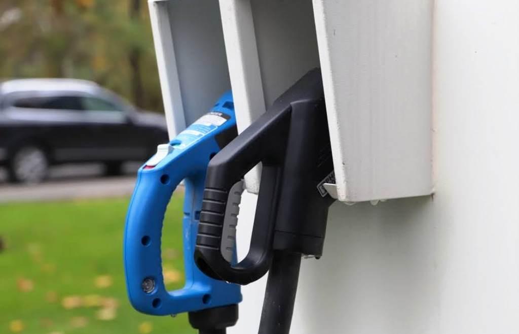 Elektromobily v EÚ lámu rekord, elektrický pohon má už každé desiate z nových áut