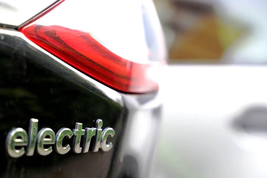 """V Česku má vyrásť """"Gigafactory"""" na batérie pre elektromobily. ČEZ sa dohodol so štátom"""