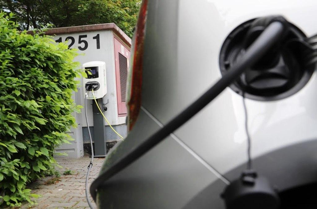 GreenWay mení filozofiu, nabíjanie elektromobilov bude spoplatňovať inak (VIDEO)