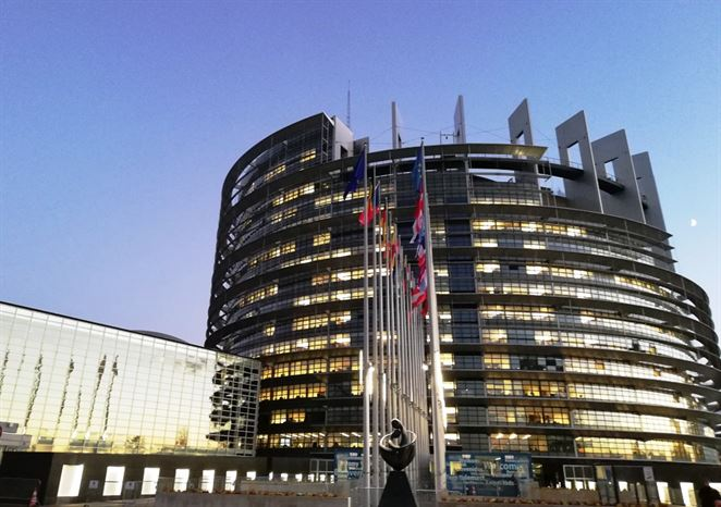 EÚ by mala na vyraďovanie JE Bohunice V1 prispieť viac, žiadajú europoslanci