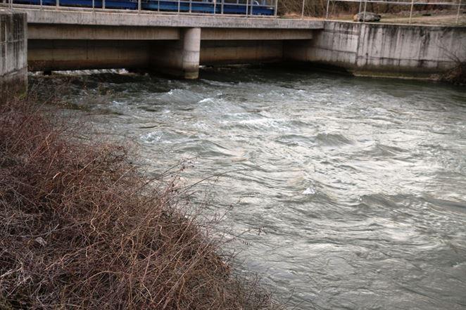 Intenzívne dažde potrápili vodné elektrárne. Voda so sebou brala aj nelegálne skládky