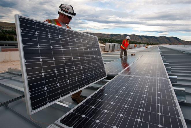 Náklady na solárnu energiu klesajú. Čaká ľudstvo energetická revolúcia?