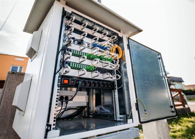 Vysokorýchlostný internet môžu získať aj odľahlé obce. Vďaka optickým sieťam distribučiek