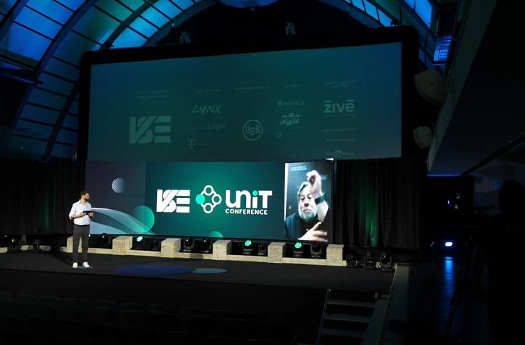 Steve Wozniak: V autonómnych elektromobiloch sme mali jazdiť v roku 2016. Je rok 2021