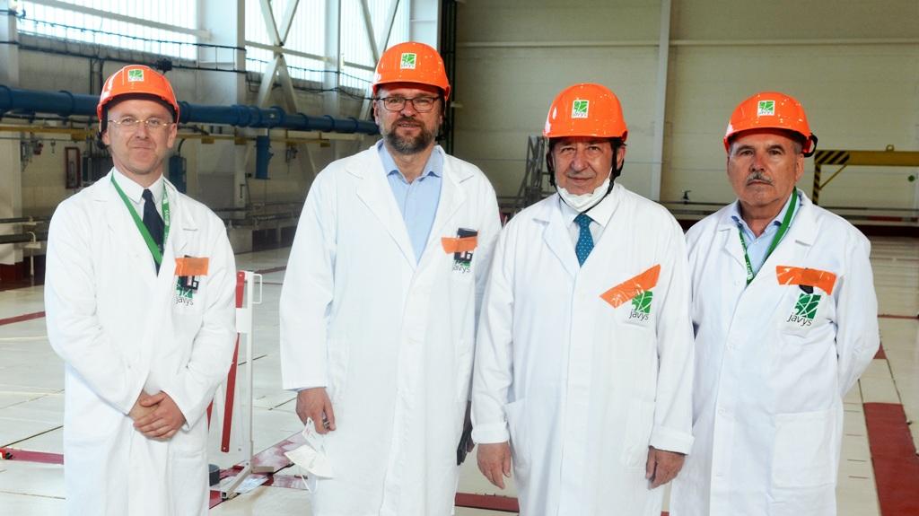 Budaj a Sulík navštívili JAVYS, zaujímal ich rádioaktívny odpad aj vyhoreté jadrové palivo