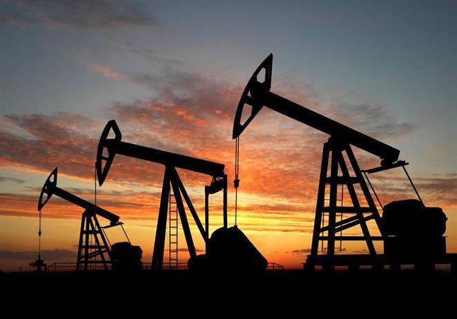 Cena ropy sa prepadla o štvrtinu oproti štvorročnému maximu v októbri
