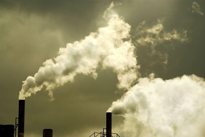 Emisie CO2 zo spaľovania fosílnych palív vlani v EÚ poklesli o 10 %