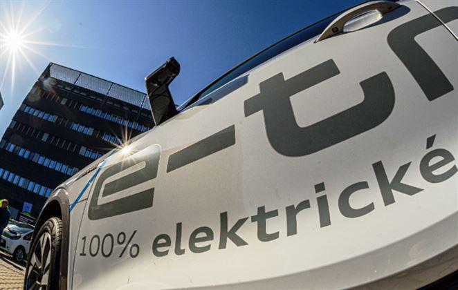 Dotácie na elektromobily vyplatili prvým 55 žiadateľom