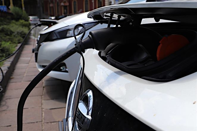 Pouličné lampy môžu poslúžiť ako nabíjacie stanice pre elektromobily