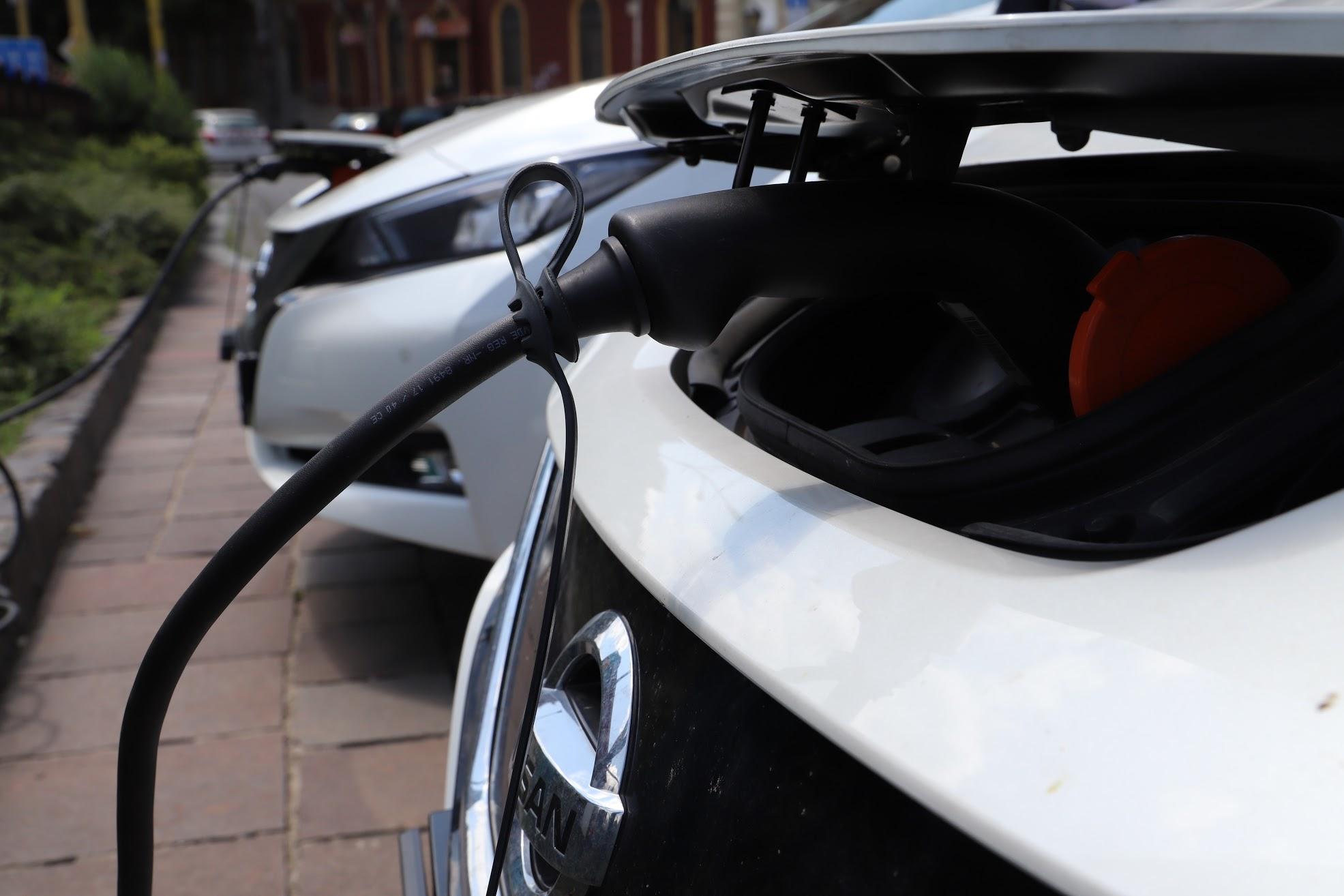 Koľko stojí elektromobil? Porovnanie ukazuje, že cena elektromobilov nezávisí len od značky