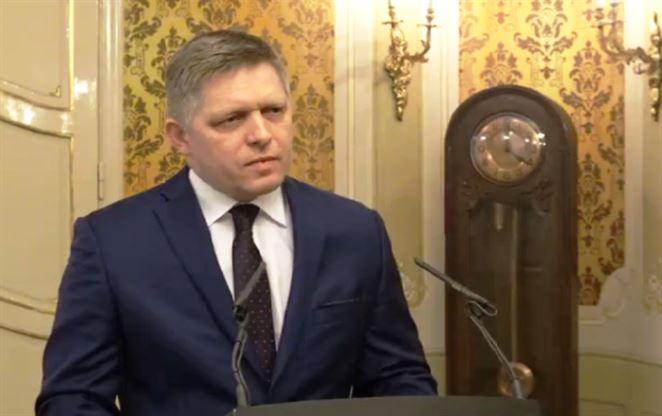 Prekvapenie sa nekoná, Fico kauzu s cenami energií v parlamente ustál