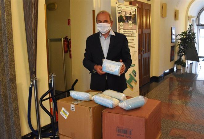 Energetici darovali 12 000 rúšok domovom sociálnych služieb