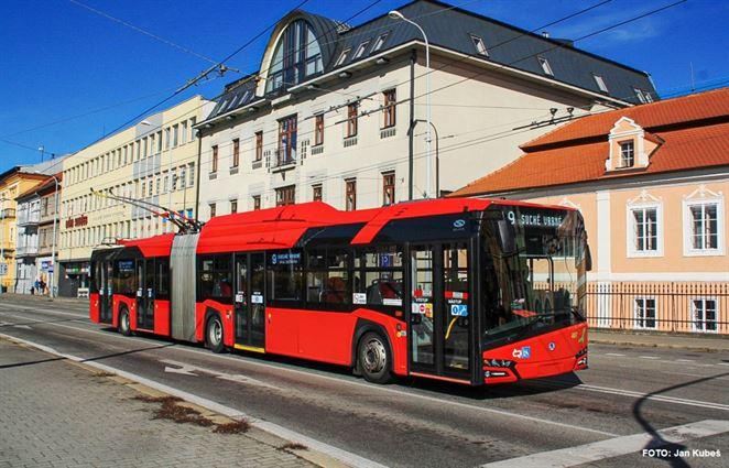 Dopravný podnik Bratislava testuje hybridný autobus. Časť trasy jazdí na batériu