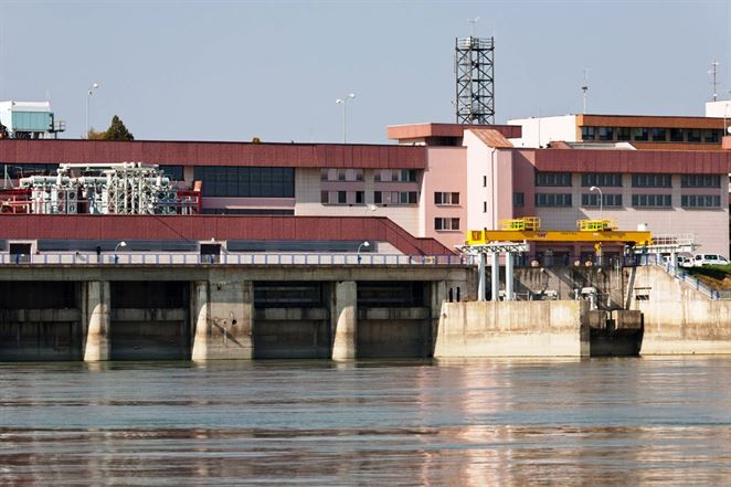 Gabčíkovo znížilo prietok Dunaja, pomôže tým pri vyťahovaní vraku v Budapešti