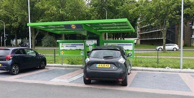 Nabíjacie stanice pre elektromobily rastú už aj pri obchodných predajniach