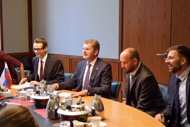 Tranzit plynu cez Ukrajinu na Slovensko treba zachovať, presviedčal Žiga v Nemecku